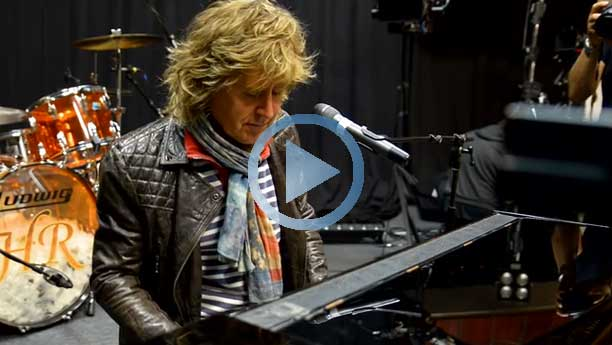 John Parr plays the piano live - exclusive behind the scenes footage
